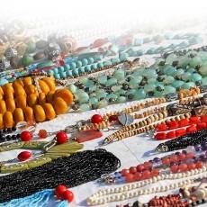 Colares de miçangas e suas cores no Candomblé